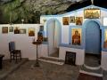 Kythira - jaskyne - Agia Sofia s kostolíkom neďaleko Katouni