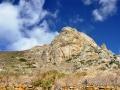Vrch Exombourgo nad dedinou Xinara, Tinos