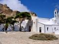 Kostol Iera Kardia Iisou (posvätné srdce Ježišovo) na vrchu Exombourgo, Tinos