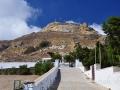 Príchod ku kostolu Iera Kardia Iisou na Tinose