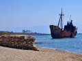 Vrak lode Dimitrios na pláži Selinitsa severne od Gythea