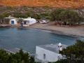 Pláže, potápačské centrum a taverna v Limnionase