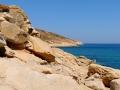 Livada Tinos, balvany na brehu mora