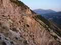 Cesta nad Myrtosom vedúca z Fiskarda na juh