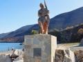 Skoutari, Mani, socha námorníka na južnom konci Skoutari