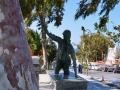 Tinos, Chora, skulptúra pútničky