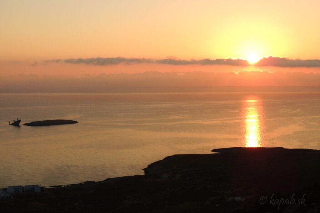 Východ slnka v Diakofti