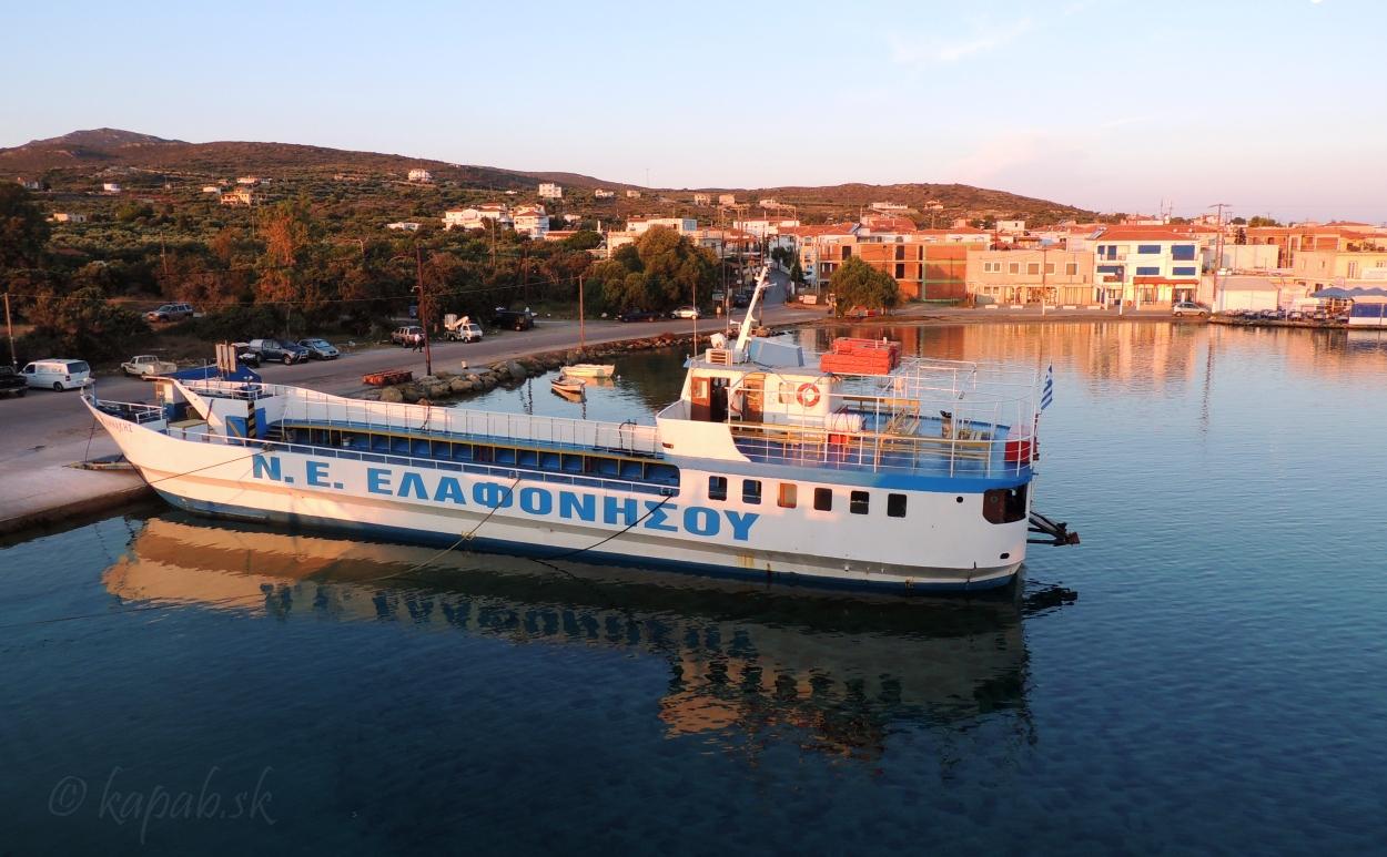 Ostrov Elafonisos z trajektu